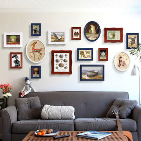 灰色宜家风客厅沙发照片墙装饰图
