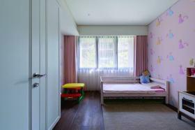 粉色简约风格儿童房壁纸装饰设计图片