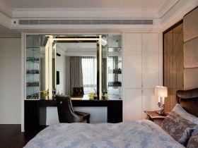 白色现代风格卧室衣柜装修设计