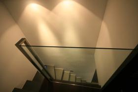 时尚现代风格黑色楼梯设计案例