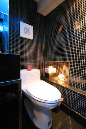 时尚现代风格黑色卫生间装饰设计图片