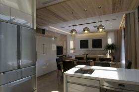 现代白色开放式厨房装修效果图片