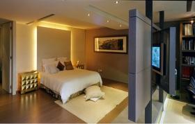 黄色现代风格卧室特色隔断装修效果图片