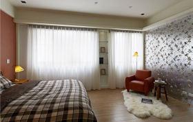 白色简约风格卧室窗帘装潢