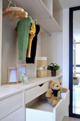 可爱淡雅现代风格白色衣柜装饰设计图片
