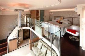 红色现代风格loft卧室装修设计