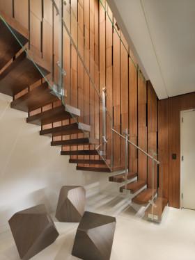 原木色现代风格楼梯墙面木板装饰图片