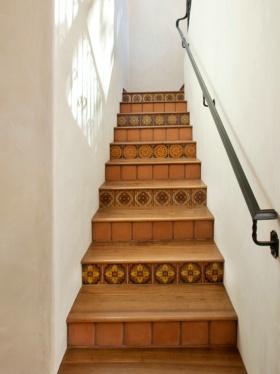 简约风格白色楼梯设计图