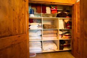 实木雅致美式风格衣柜设计图片欣赏