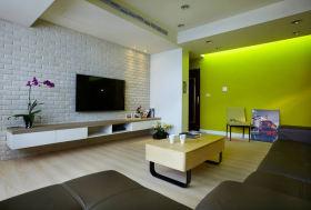简约绿色客厅侧面背景墙装饰设计图片