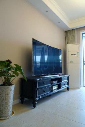 白色美式风格客厅电视背景墙图片欣赏