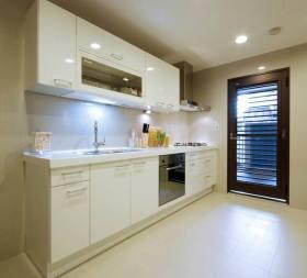 现代白色厨房橱柜装潢设计