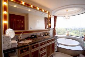 创意精致华丽橙色欧式卫生间装饰案例
