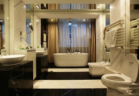 现代时尚米色卫生间设计图片