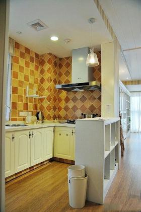 黄色自然雅致田园风格厨房装潢