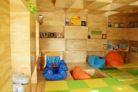 个性混搭黄色儿童房装潢案例