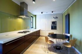清爽绿色现代餐厅装饰案例