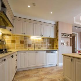 黄色现代风格厨房瓷砖装修布置