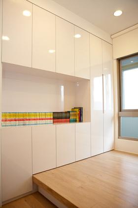 白色简约风格收纳柜设计装潢装修图片