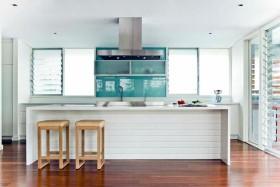 简约风格白色时尚厨房吧台装饰案例