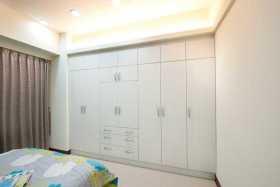 米色现代衣柜设计