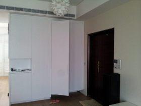 现代风格白色玄关设计