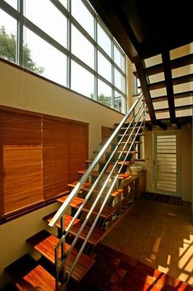 休闲时尚美式风格楼梯装潢设计