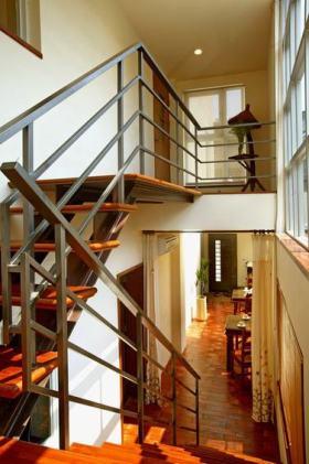 红色现代美式风格楼梯效果图欣赏