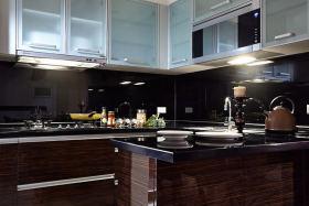 现代精致时尚黑色厨房装修效果图