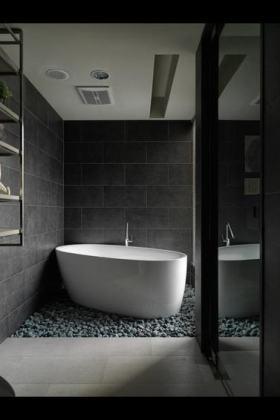 灰色现代风格卫生间带浴缸装修