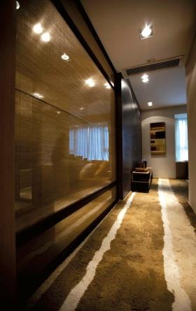 褐色现代风格过道墙面装饰设计图片