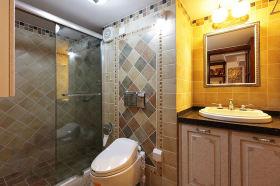 雅致时尚美式黄色卫生间设计图片
