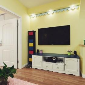 黄色地中海风格客厅电视背景墙装潢案例