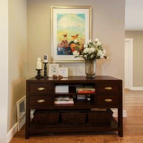 褐色美式风格玄关装饰柜图片欣赏