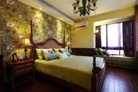 黄色东南亚风格卧室大花壁纸美图