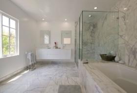 现代风格清爽白色卫生间设计案例