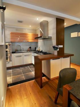原木色美式风格厨房吧台装饰案例