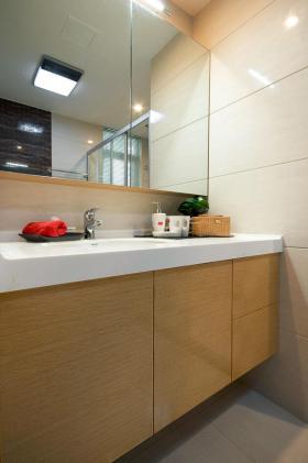 简约原木色卫生间浴室柜设计图片