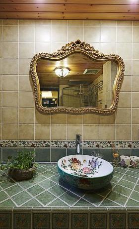欧式华丽复古雅致卫生间设计装潢