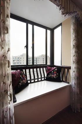 紫色中式风格飘窗图片赏析