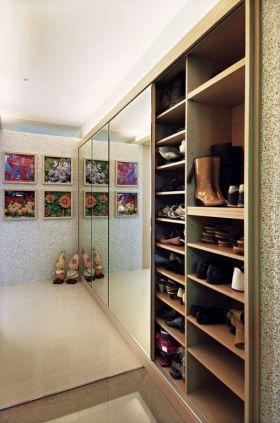 米色现代风格鞋柜装修图片