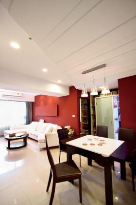 红色现代风格阁楼背景墙装潢