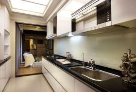 大气简欧风格白色厨房橱柜装修图片