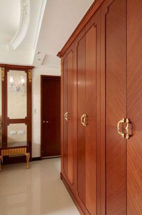 质朴新古典风格衣柜装修效果图