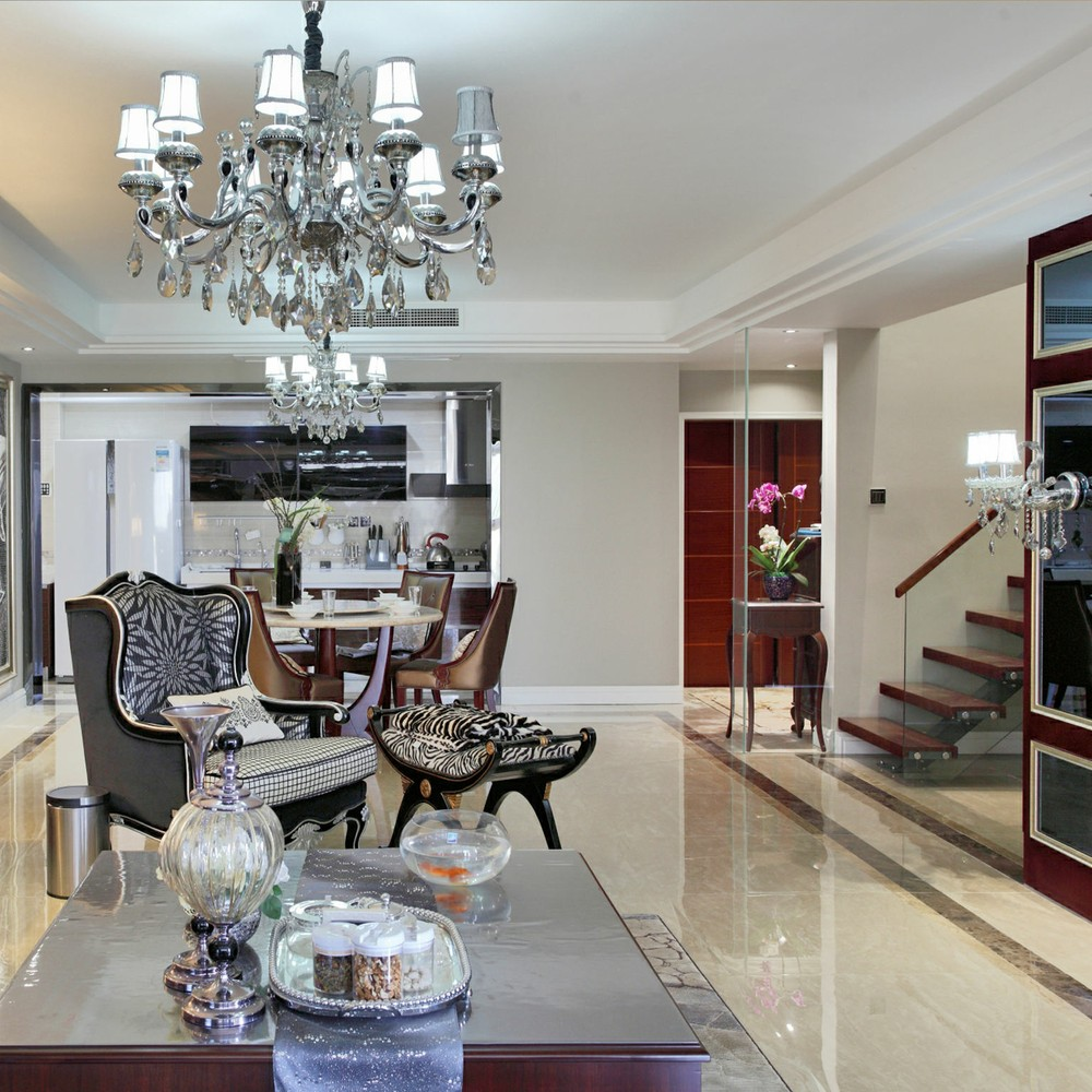 轻奢时尚欧式白色客厅吊顶赏析图片
