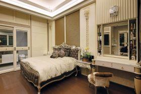 欧式风格浪漫米色卧室装修图片