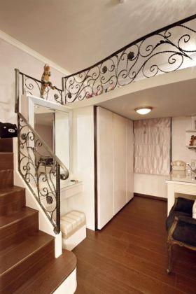 简欧米色铁艺扶手楼梯装饰图