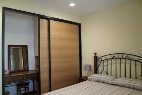 现代风格卧室创意衣柜设计装修