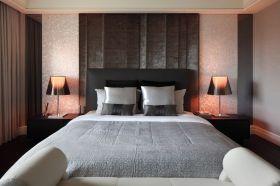 灰黑色现代卧室图片欣赏
