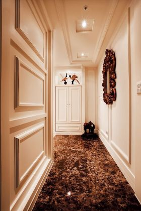 米色复古雅致欧式风格过道装潢案例